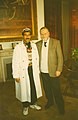 علي كمال مع عمدة منطقة فلورنسا في ايطاليا.jpg
