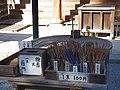 観心寺にて 金堂の前のお線香 Joss sticks 2013.3.15 - panoramio.jpg