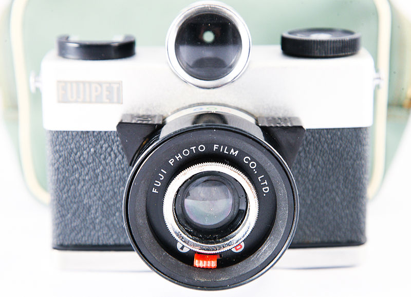 File:0162 Fujipet Thunderbird with original green case (5101124561).jpg