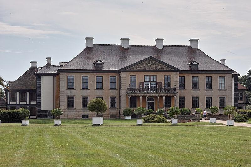 File:130-OranienbaumAnsichtGartenParterre-2796.jpg