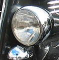 1935 Chrysler Deluxe left headlamp (cropped).jpg