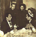 1952-12 左侧苏联塔玛拉·哈农与右侧康巴尔汗.png