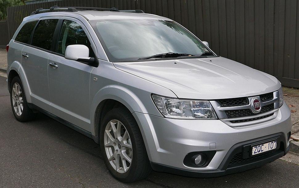 2013 Fiat Freemont (JF) Lounge wagon (2015-06-08) 01