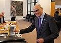 2018 03 21 Jongeren gaan voor het eerst stemmen met burgemeester Jaensch van Oegstgeest.jpg