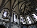 250 Església nova de Santo Tomás de Canterbury (Sabugo, Avilés), volta i vitralls de l'absis.jpg
