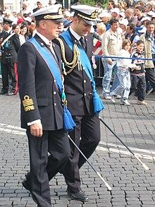 Armee weiße Uniform tragen Datum aus