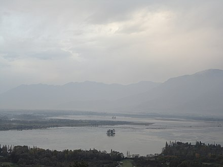 A view of Dal Lake with Chinar islands.jpg