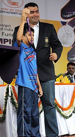 "A young sports person of ""Come & Play Scheme"" of Sports Authority of India, after presenting the cheque of Special Cash Award to Shri Gagan Narang, the Medal winner of London Olympics 2012, at the felicitation function.jpg"