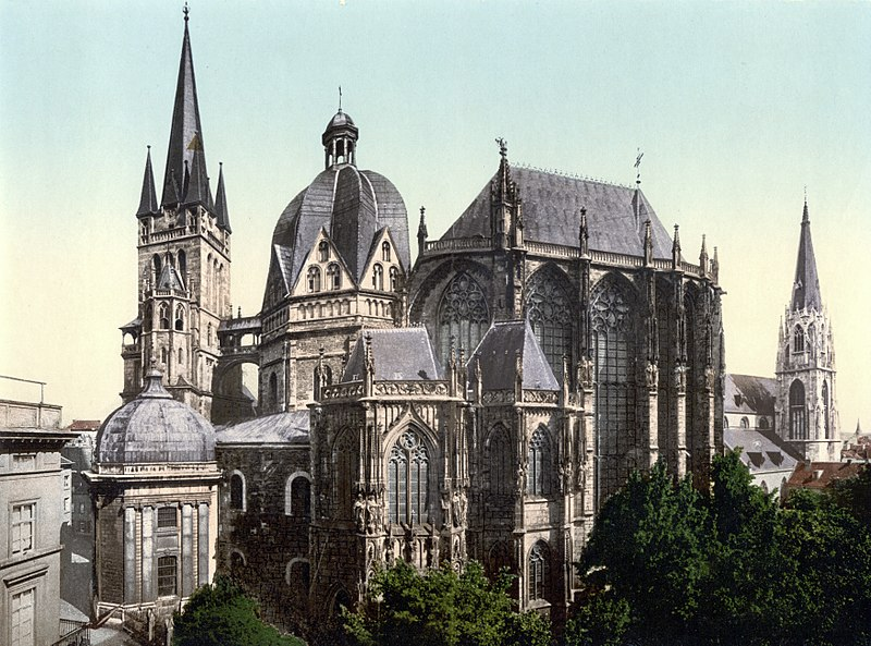 http://upload.wikimedia.org/wikipedia/commons/thumb/b/b5/Aachen_Dom_um_1900.jpg/800px-Aachen_Dom_um_1900.jpg