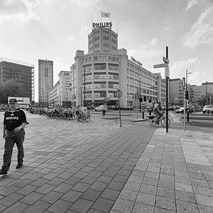 Aanzicht op de Lichttoren en gebouw ED en EC, met links de Emmasingel en rechts de Mathildelaan - Eindhoven - 20338971 - RCE