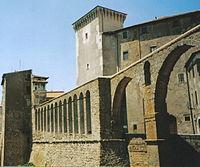 Acquedotto e Palazzo Orsini a Pitigliano.jpg