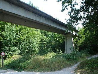 Aérotrain - A remaining section of the Aérotrain track near Saran, 2006