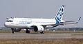 Airbus A320neo landing 08.jpg