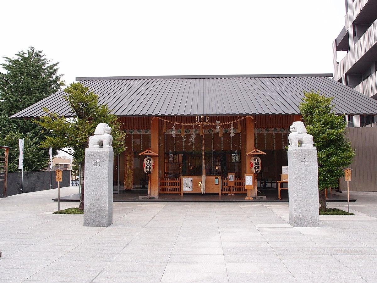 赤城神社とパークコート神楽坂