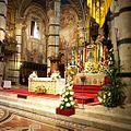 Altare maggiore del Duomo di Siena nei giorni del Palio.jpg