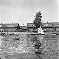 Amsterdam-Noord Huizen aan het water, met bootjes, Bestanddeelnr 900-2969.jpg