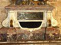 Asnières-sur-Oise (95), abbaye de Royaumont, réfectoire des moines, tombeau d'Henri de Lorraine-Harcourt, détail 5.JPG