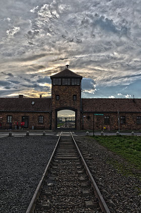 Auschwitz II (Birkenau), april 2014, photo 1.jpg