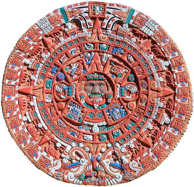 Ficheiro:Aztec Sun Stone Replica cropped.jpg