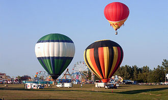 Gatineau Hot Air Balloon Festival - Balloon riding during the 2005 Festival