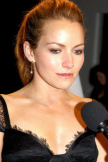 Becki Newton interprète Quinn.