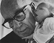 http://upload.wikimedia.org/wikipedia/commons/thumb/b/b5/BenjaminSpock1968.jpg/180px-BenjaminSpock1968.jpg