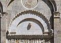Biduino, portale centrale della pieve dei Santi Ippolito e Cassiano (San Casciano di Cascina) 1180, 03.jpg
