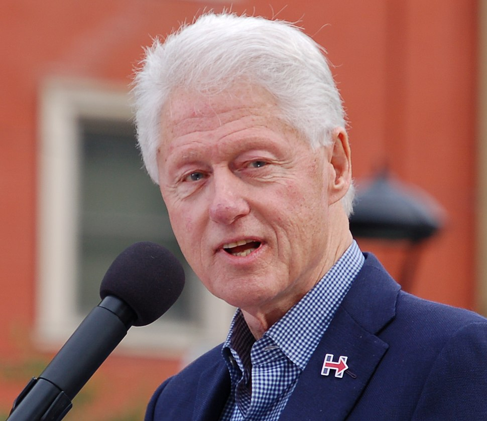 Bill Clinton (30349165325) (cropped)