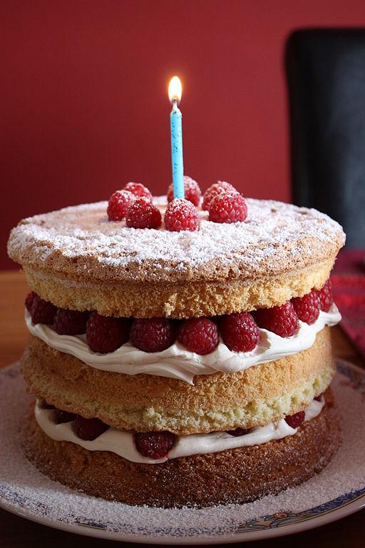 File Birthday Cake Downpatrick April 2010 02 Jpg