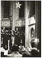 Bisschop Bomers in de Heilig Hartkerk tijdens de kerstnacht.JPG