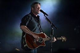 A color photograph of Blake Shelton performing.