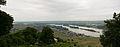 Blick von der Germania auf Rüdesheim, Rhein, Rüdesheimer Aue.jpg