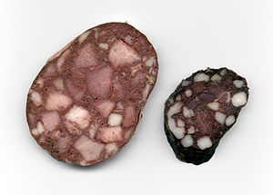 Blood sausage - Cross-section of German Blutwurst varieties: smoked with meat (left), dried with bacon (right)