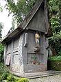 Boat House Mausoleum, Tana Toraja 1377.jpg