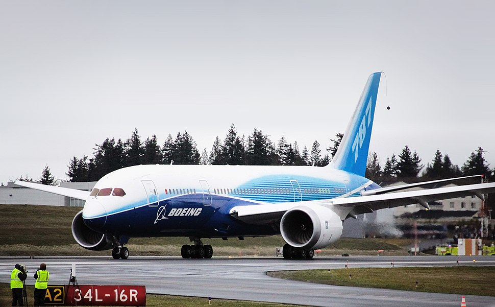 Boeing 787 first flight taxi turn