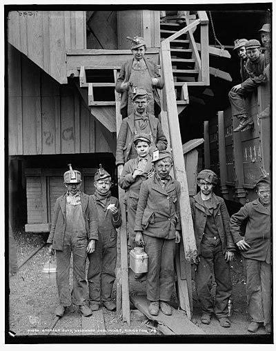 Breaker boys, Woodward Coal Mines, Kingston, Pa., ca. 1900.jpg