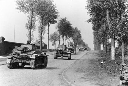 German Panzer II tanks in western Belgium, May 1940 Bundesarchiv Bild 101I-127-0396-13A, Im Westen, deutsche Panzer.jpg