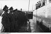 Bundesarchiv Bild 101II-MW-3712-04A, St. Nazaire, U-96 einlaufend.jpg