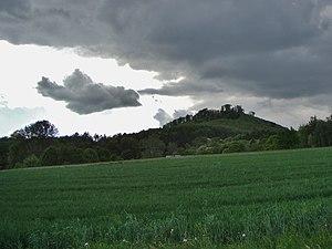 Blick aus Richtung Großenritte zum Burgberg