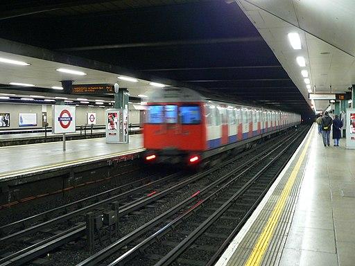 C69 Stock train at Moorgate 01