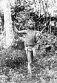 COLLECTIE TROPENMUSEUM Een Mentawaier met een lans en kris TMnr 10005480.jpg