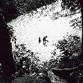 COLLECTIE TROPENMUSEUM Mannen baden in een rivier bij Saba TMnr 60030656.jpg