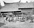 COLLECTIE TROPENMUSEUM Wevende Batakse vrouwen TMnr 10014412.jpg