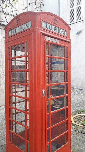 Cabine téléphonique centre-ville d'Auxerre.jpg