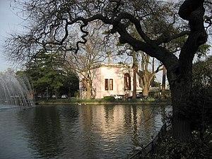 Yıldız Park - Image: Cadir Kiosk garden March 2008b