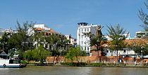 Can Tho City - Stadt aus Sicht vom Boot.jpg