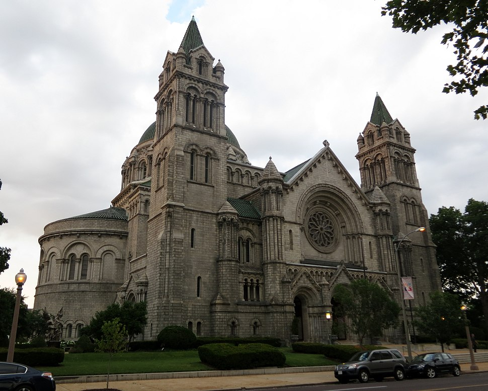 Cathedral Basilica of Saint Louis (St. Louis, MO) - exterior, quarter view