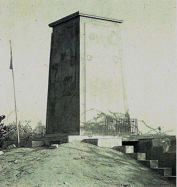 Fichier:Cenotaph of Khejarli.jpg