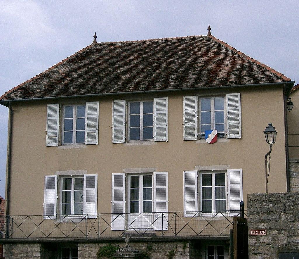 Château-Chalon - mairie.JPG