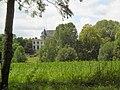 Château de Méréville dans le parc.jpg